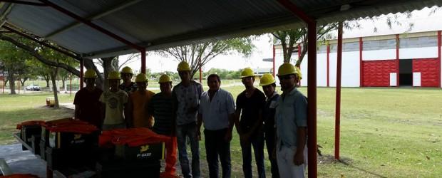 CONSTRUIR EMPLEO: En la mañana de este lunes la municipalidad de Sauce de Luna entregó materiales.