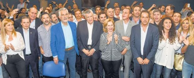 """""""No nos vamos a quedar de brazos cruzados: """"El presidente del PJ, José Luis Gioja, apeló la intervención y convocó a un congreso nacional para el mes que viene"""