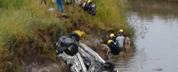 Fatal accidente: Auto cayó a un arroyo y una mujer falleció