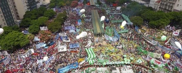 La marcha contra el Gobierno por el acuerdo con el FMI, desde un drone