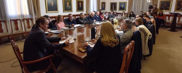 El gobierno provincial define obra pública y adquisición de equipamiento escolar por más de 242 millones de pesos
