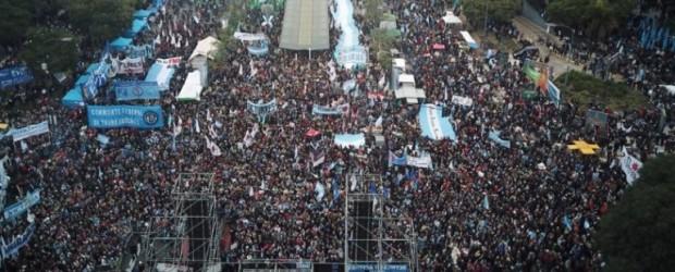 DÍA DE LA INDEPENDENCIA | MACRI PRESIDENTE: Una multitud protestó contra Macri y el FMI en el Día de la Independencia