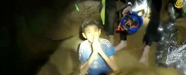 TAILANDIA: Aprender a bucear, una urgencia vital para los niños atrapados en Tailandia