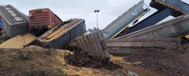 ESPECTACULAR ACCIDENTE: Volcó un tren del Belgrano Cargas, al día siguiente que Macri inaugurara las nuevas vías