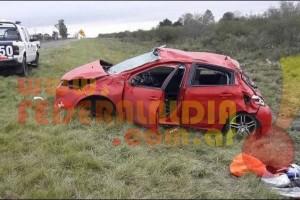 FEDERAL: El mal estado de la ruta 127 habría provocado el despiste y vuelco de un automovil