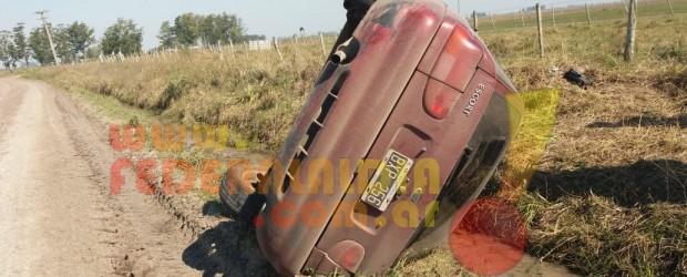 RUTA 28: Volcó un automóvil en el que viajaban docentes a una escuela rural de Federal