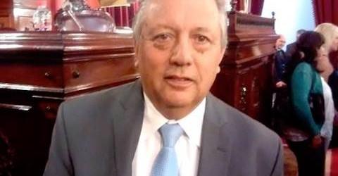Grave denuncia contra el diputado Troncoso: Contratados aseguran que les exige mes a mes buena parte de sus haberes