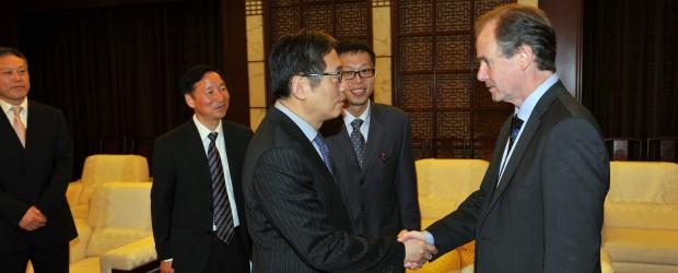 Bordet viaja a China en busca de financiamiento internacional para obras de infraestructura