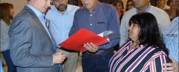 FUERA DE PROTOCOLO: Bordet visitó las obras de la nueva sede del PJ en Federal