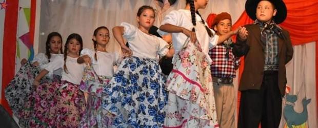SAUCE DE LUNA: Exitosa participación de la delegación Saucelunense en el Festival Nacional del Gurí .