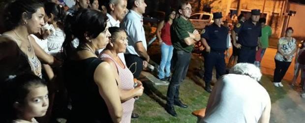 """C. BERNARDI: VECINOS AUTOCONVOCADOS A TRAVÉS DE LAS REDES SOCIALES SE REUNIERON EN LA PLAZOLETA PARA EXIGIR QUE SE CONTINÚE CON LA BÚSQUEDA DE FERNANDO DAVID SOREIDE """"PIO"""""""