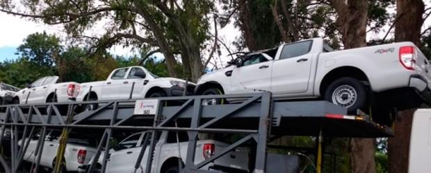 Buenos Aires: Calculó mal la altura de un puente y destruyó varias camionetas cero kilómetro
