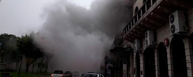 Temporal en la provincia:  Un rayo provocó incendio en la Sociedad Española de Villaguay: Fotos y videos