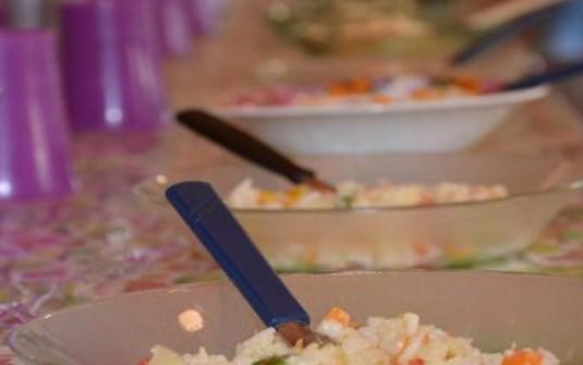 Más de 900 comedores escolares y comunitarios permanecerán abiertos durante el verano