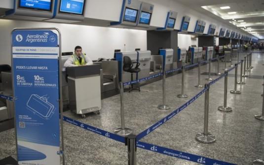 Se levantó el paro de pilotos pero hay demoras y cancelaciones en vuelos de cabotaje