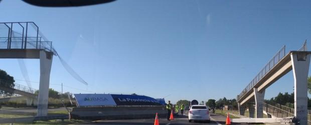Se derrumbó un puente peatonal en la ruta 2 mano a Mar del Plata