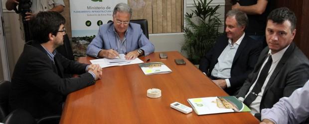 El gobierno provincial formaliza convenios con los municipios para subsidiar el transporte urbano