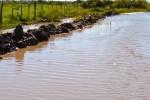 Persisten cortes en caminos producto de las abundantes lluvias y el desborde de afluentes