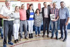 Chapino y Miranda en la entrega de financiamiento para proyectos comunitarios