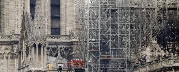 Incendio en Notre Dame, últimas noticias en directo | Los bomberos dan por extinguido el fuego en la catedral