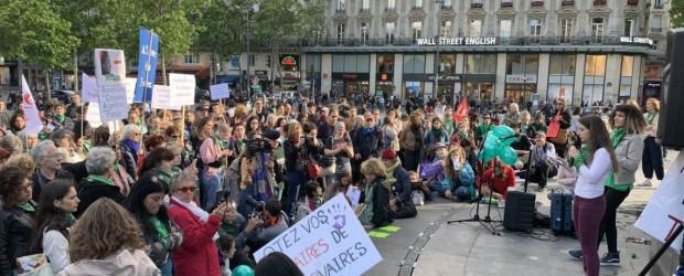 Manifestantes en París y Berlín pidieron por el aborto legal en Argentina
