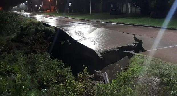 Desbarrancamientos en Santa Elena: otra vez colapsó la calle de la Costanera Alta