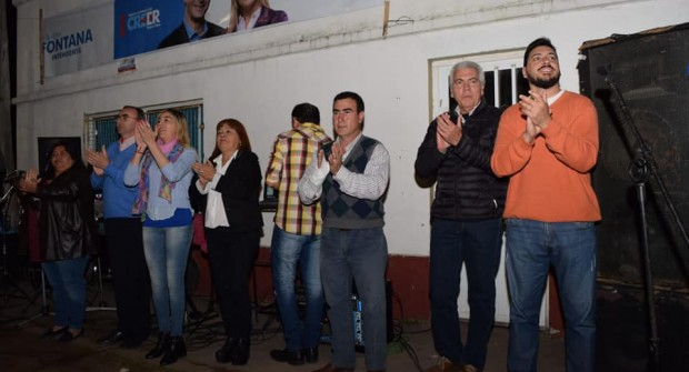 CON UN MULTITUDINARIO ACTO SANDRA FONTANA CERRÓ LA CAMPAÑA EN SAUCE DE LUNA