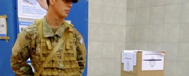 Macri habilitó a votar a policías y miembros de las FF.AA. que custodien las PASO
