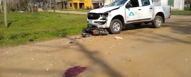 ANTICIPO: Grave colisión de una pick up y una moto