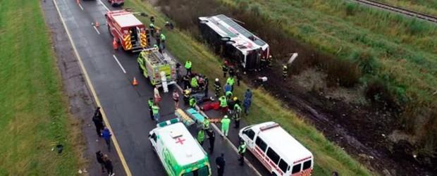 Volcó un micro que iba a Mar del Plata en la Ruta 2: hay al menos tres heridos