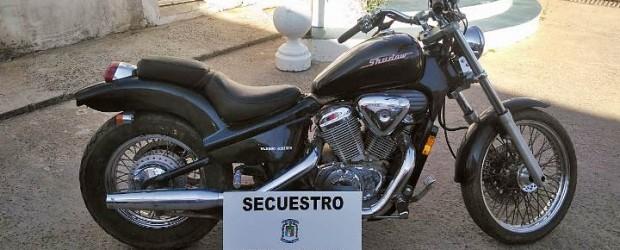 SAUCE DE LUNA: Secuestran moto presuntamente sustraída en córdoba en 2007