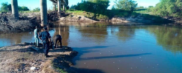 Hallaron ahogado a un hombre que se tiró al arroyo Feliciano para rescatar a su hijo